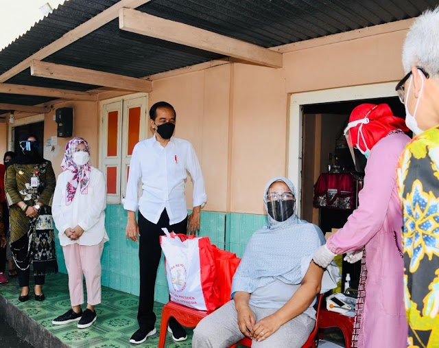 Presiden Jokowi Ingin Pastikan Vaksinasi Covid-19 Massal Berjalan di Tanah Air