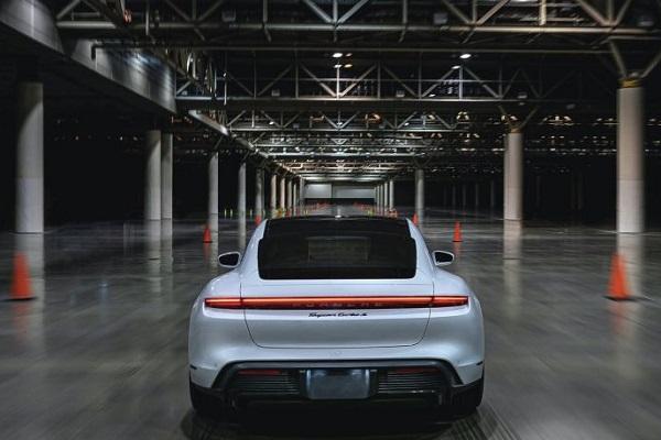 Porsche Taycan Record bajo techo