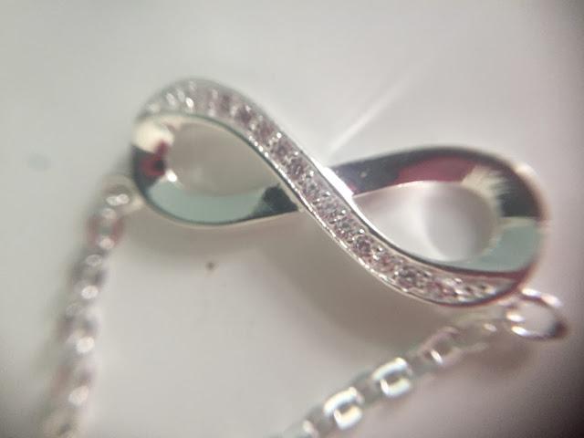 Kaya Jewellery Infinity necklace
