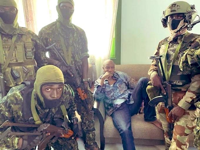إنقلاب عسكري في غينيا وإعتقال الرئيس ألفا كوندي وإلغاء العمل بالدستور