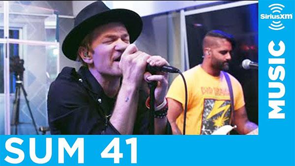 Sum 41 perform Metallica medley