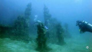 candi bawah laut