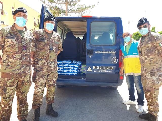 I militari della Brigata Aosta donano generi di prima necessità all'ass.Misericordia