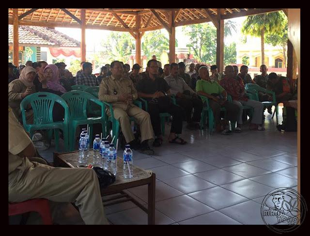 FOTO 1 : Dialog petani Desa Cidadap Kec. Pagaden Barat, Subang dengan MABES TNI AD, DANDIM 0605, Kabulog dan Dinas Pertanian Subang