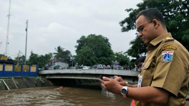 Khawatir Tergulung Ombak, Anies Batal ke Kepulauan Seribu