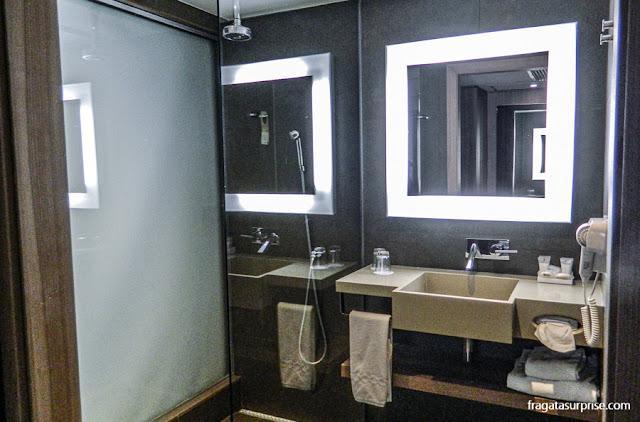 Banheiro do apartamento do Novotel Botafogo, Rio de Janeiro