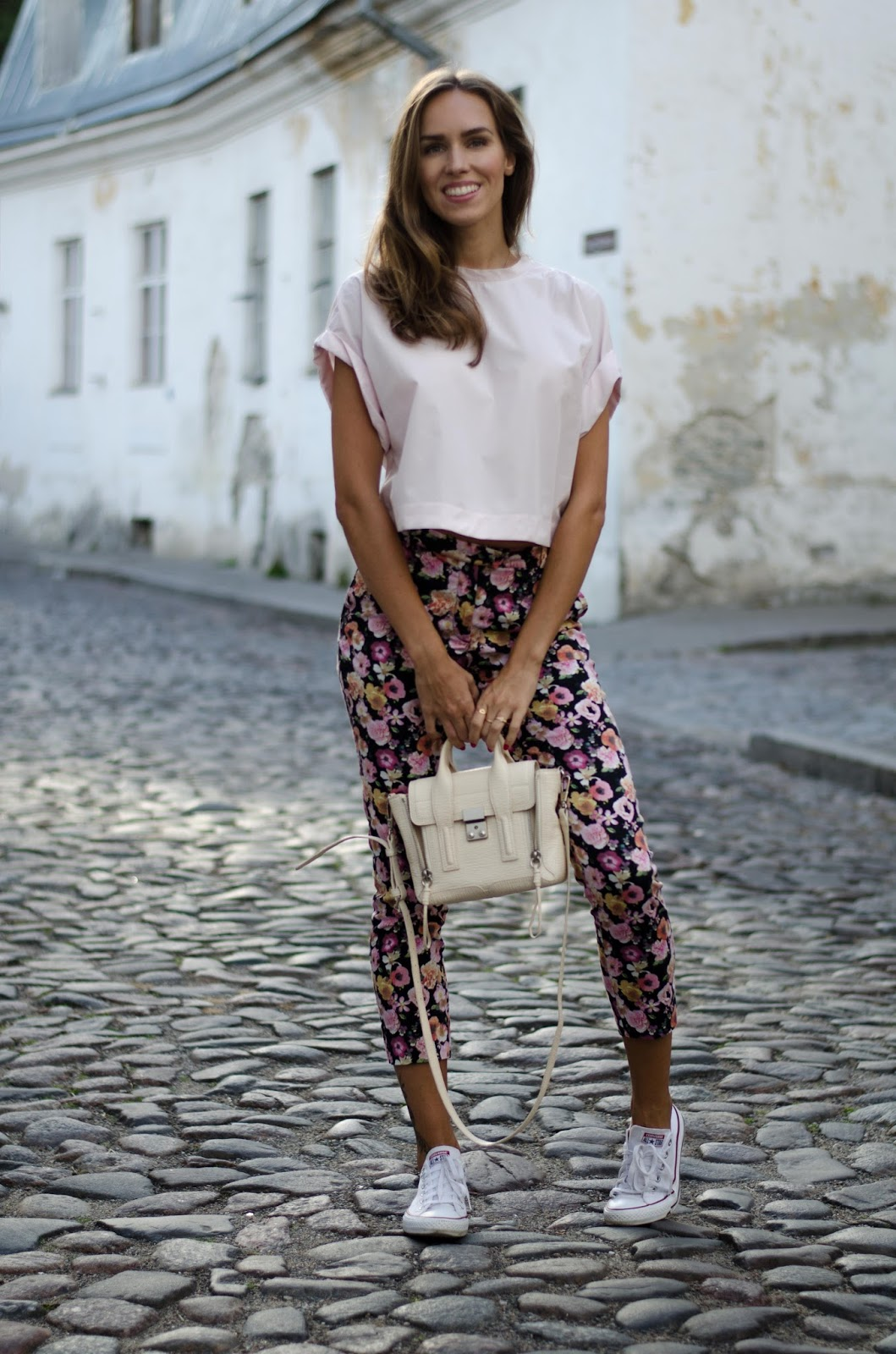 crop tee floral pants casual summer outfit