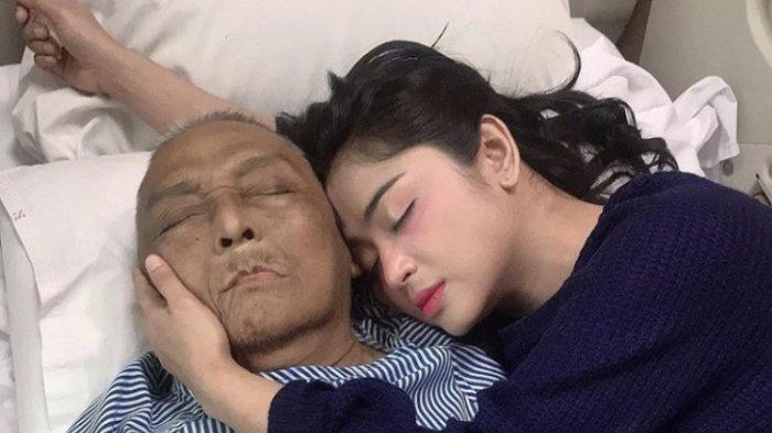 Ayah Dewi Persik Di Makamkan Di Pemakaman Keluarga
