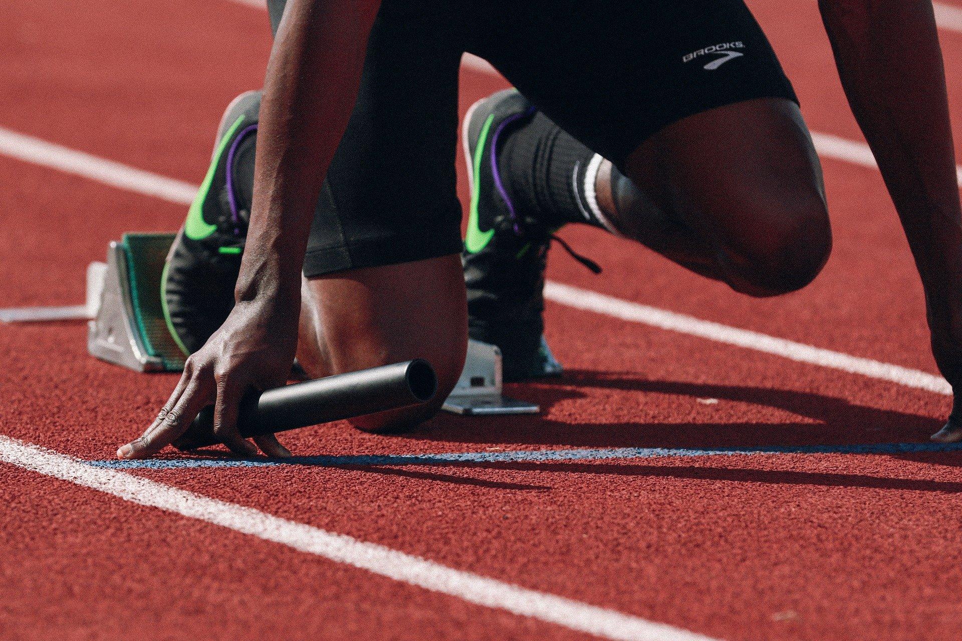 Atletas que praticam corridas