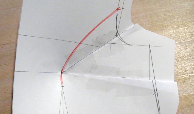 Pinza correctiva de sisa doblada y cerrada sobre el patrón