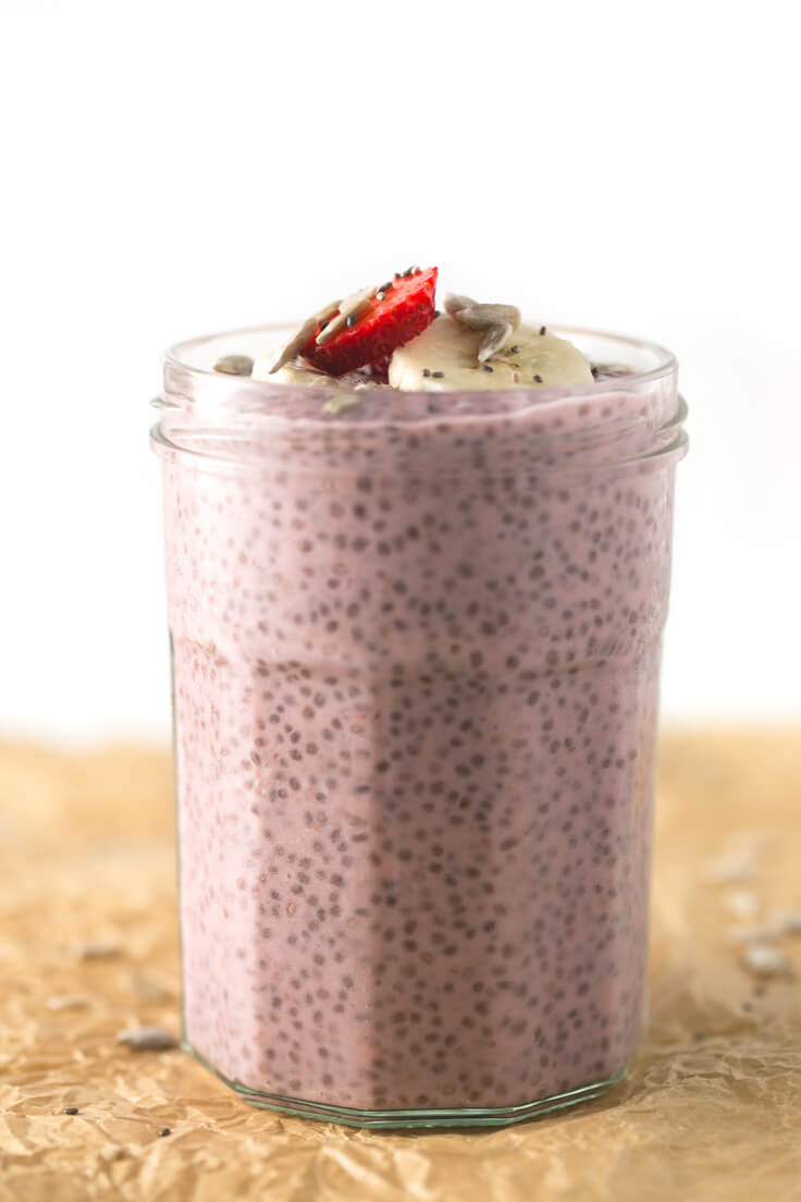 Chia pudding with strawberries: This chia pudding with strawberries is the ideal breakfast if you are in a hurry in the morning because you can prepare it the day before. You only need five ingredients.