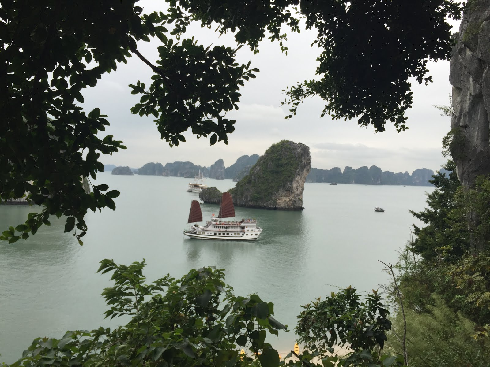 Cruise on Ha Long Bay