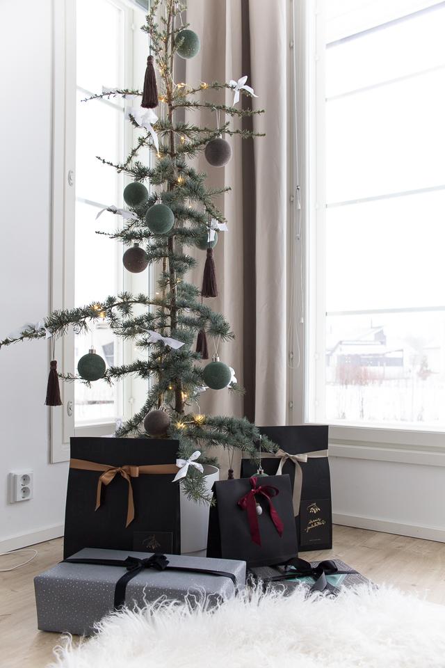 Villa H, paketointi, libanonin setri joulukuusena
