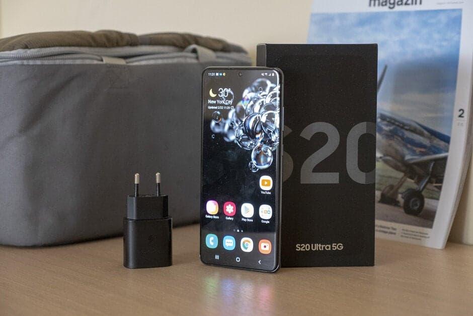 5. SAMSUNG GALAXY NOTE 20 ULTRA 5G معدل قبول هذا الهاتف الذكي هو 96.55 ولا نتفاجأ تمامًا هنا. بالطبع ، هذا هاتف Galaxy Note وهو دائمًا مشهد جيد. تتضمن بعض النقاط البارزة في تصميم هذا الجهاز مظهره المربع للغاية بالإضافة إلى دعم القلم الإلكتروني. على الرغم من أن هذا ليس شيئًا جديدًا بالنسبة لسلسلة Galaxy Note. يستخدم هذا الجهاز أيضًا إطارًا رقيقًا للغاية وتصميم وحدة الكاميرا الخلفية جذاب.    6. BLACK SHARK GAMING PHONE 4 PRO يعد Black Shark Gaming Phone 4 Pro هو الهاتف الذكي الوحيد للألعاب في هذه القائمة وهو يتمتع بمعدل قبول يصل إلى 96.36٪. بينما يعتقد الكثير من الناس أن Black Shark مملوكة لشركة Xiaomi ، فهي ليست كذلك. Black Shark هي شركة فردية لم تتصدر عناوين الصحف أبدًا حتى استثمرت Xiaomi في الشركة. وبالتالي ، فإن Xiaomi لديها حصة في Black Shark ولكنها لا تمتلك Black Shark. هذا الهاتف عبارة عن جهاز ألعاب مزود بحواف رفيعة للغاية وكاميرا مركزية مثقبة بالإضافة إلى إعداد الكاميرا الخلفية الأفقية. الشعور العام لهذا الجهاز ليس سلسًا تمامًا لمنح اللاعبين قبضة جيدة. لا عجب أن يكون لها مكان في هذه القائمة.    7. MEIZU 17 إذا لم يكن أداء Meizu جيدًا في الوقت الحالي ، فإن له علاقة بالتسويق. تصدر الشركة هواتف ذكية جيدة تعمل بنظام Android ويؤكد ذلك معدل قبول هواتف Meizu في الصين. إنها واحدة من عدد قليل من مصنعي المعدات الأصلية الذين يلتزمون بتصميم الكاميرا الخلفية الأفقية. هذا الهاتف الذكي حاصل على معدل قبول 96.32٪.    8. & 9. MEIZU 18 & MEIZU 18 PRO ومن المثير للاهتمام ، أن كلا من الهواتف الذكية التي تعمل بنظام Android في سلسلة Meizu 18 صنعت أفضل 10 هواتف ذكية مقبولة في الصين. تم إطلاق كلا الهاتفين الذكيين في مارس من هذا العام وهما يأتيان بنفس التصميم والمظهر. تتخلى هذه السلسلة عن إعداد الكاميرا الخلفية الأفقية للحصول على واحدة رأسية تمامًا مثل Honor 30 Pro +. يعد عرض المنحنى المزدوج ، والشعور السلس الإضافي ، والمظهر بملء الشاشة جزءًا من نقاط البيع الخاصة بهم. من حيث تصنيف القبول ، سجل Meizu 18 95.36٪ بينما سجل طراز Pro 94.09٪.    10. OPPO FIND X3 PRO آخر جهاز في هذه القائمة هو Oppo Find X3 Pro وهو أيضًا هاتف ذكي مارس 2022 بتصميم فريد. يأتي Find X3 Pro مزودًا بإعداد كاميرا خلفي