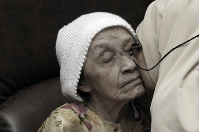 Orang tua adalah bagian tengah pintu Jannah