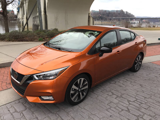 2020 Nissan Versa SR CVT 1579293054_IMG_6528_gs_t800_h13c86014f76452edd18de1a13a82db64b20e953c