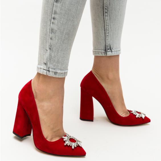 Pantofi rosii de zi cu tocul gros inalt din piele intoarsa eco cu acccesoriu argintiu