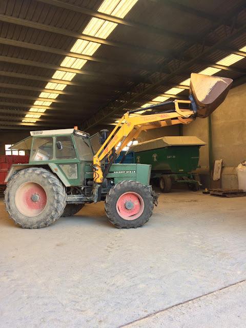 tractor Fendt Favorit 612 con pala tenías