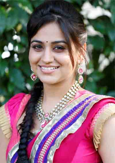 Aksha Pardasany Profile Biodata Biography Height Weight Age Affairs Family Photos Wiki and  Facts