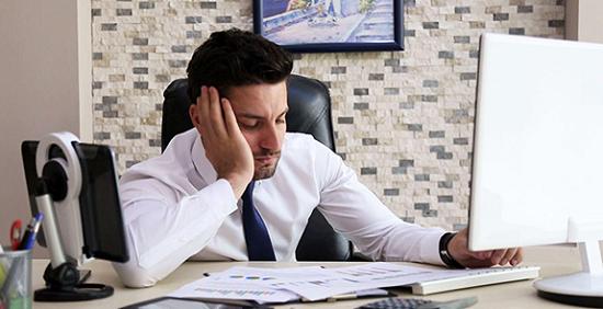 Gambar orang yang mengalami kelelahan secara mental