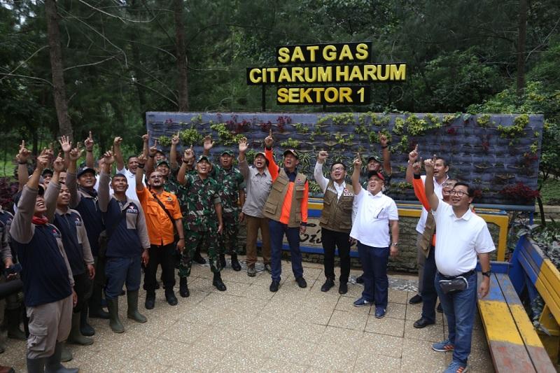 Kasdam III/ Siliwangi Didampingi Kepala BNPBSerta Ketua Komisi VIII DPRI Meninjau Wahana Situ Cisanti