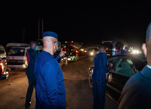 Mixed Reactions As Gov Abiodun Comes Down From His Vehicle at Night, Joins Traffic Wardens to Control Traffic