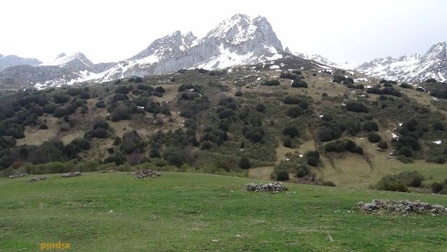 Circular a Peña Rueda por los puertos de Agüeria desde Lindes en el Macizo de Ubiña