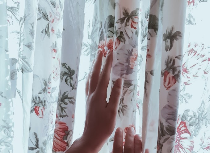 Zasłony gotowe w kwiaty - nieprzemijający trend wnętrzarski