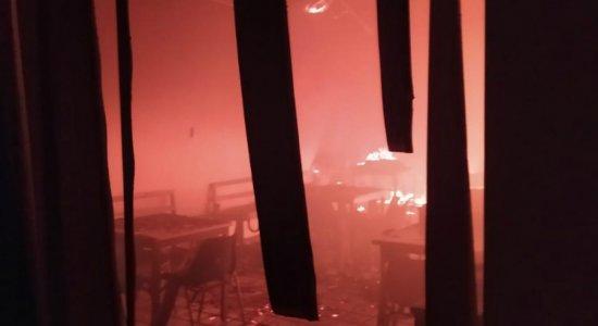 Incêndio atinge agência dos Correios na Zona Norte do Recife e assusta funcionários