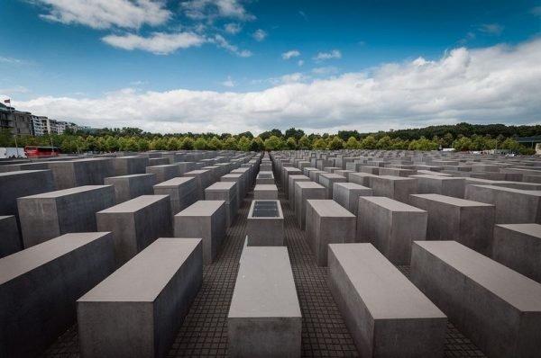 Мемориал жертвам Холокоста.