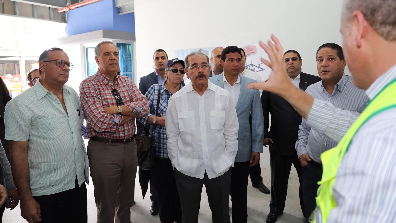 Visita Sorpresa: Danilo recibe explicaciones avances Ciudad Sanitaria Luis Eduardo Aybar
