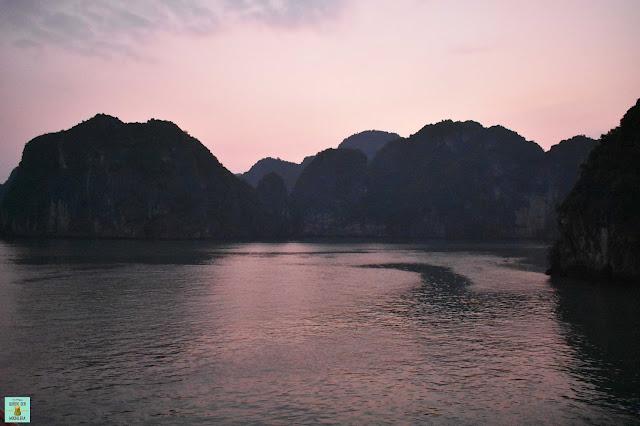 Atardecer en Bahía de Halong, Vietnam
