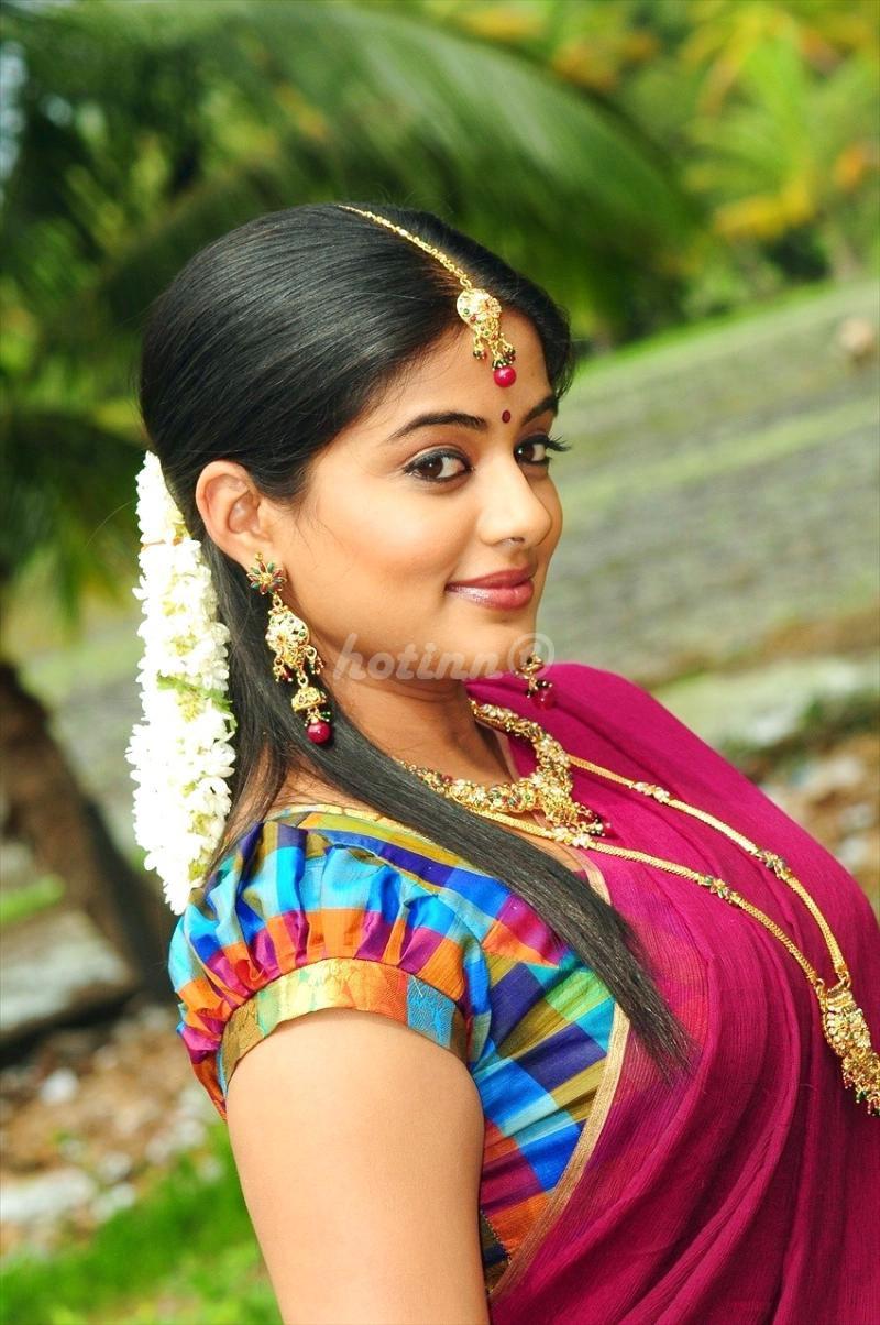 Hot Inn Priyamani Hot Pics In Saree-6236