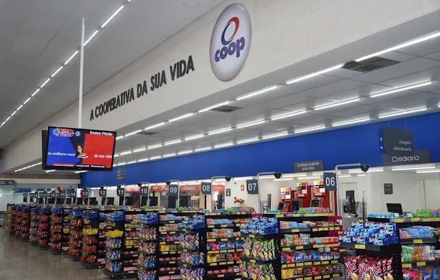 Rede de supermercado completa 64 anos com inovação e ações pioneiras no varejo