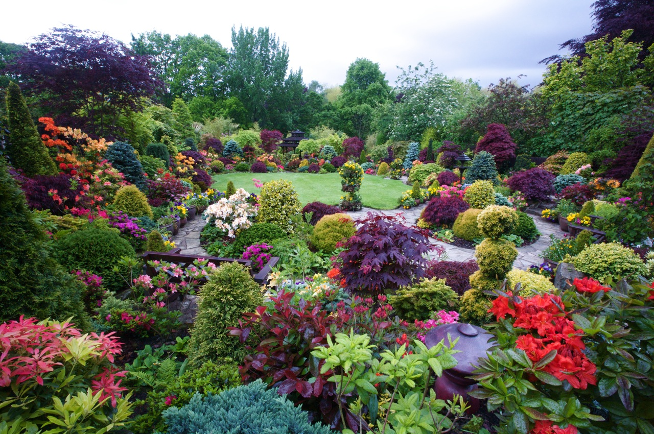 Secret Garden: The World In Pictures: Four Seasons, One Suburban Paradise