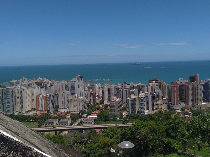Vista da cidade de Vitória em Espírito Santo direto do Convento da Penha