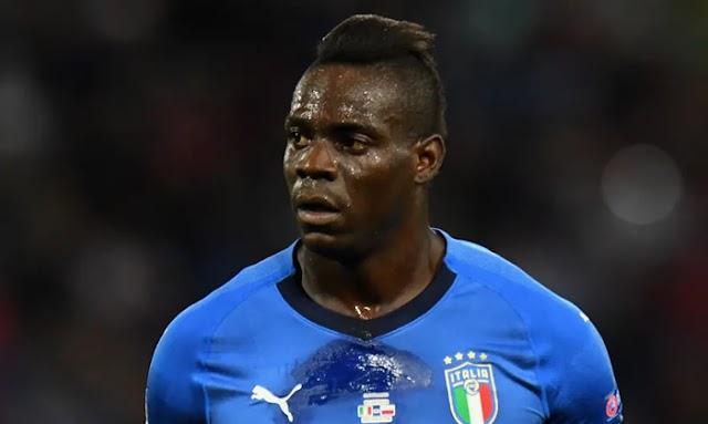 Mario Balotelli signs a new contract for his home town team Brescia