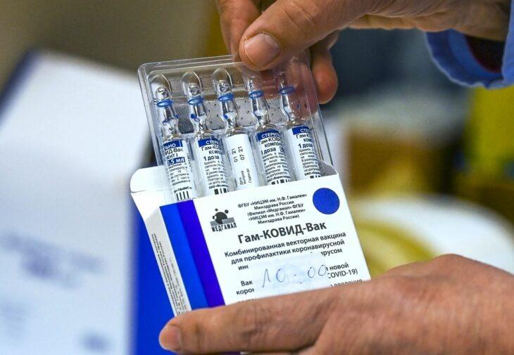 Vladimir Putin está invitando a extranjeros a que se vayan a vacunar contra el Covid-19 a Rusia