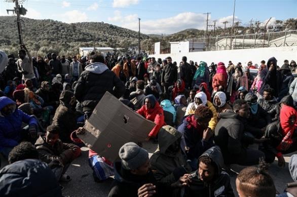 FAZ: Προσφυγικό χάος στα ελληνικά νησιά