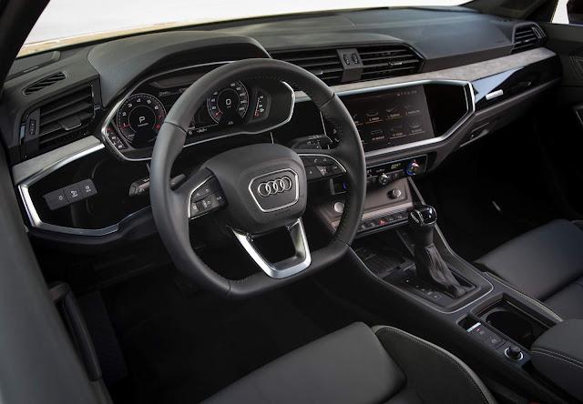 Audi Q3 Sportback 45 TFSI quattro S line - interior- painel
