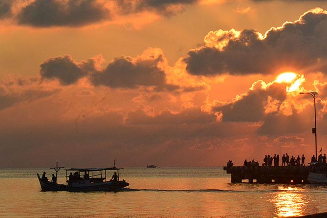 Kapal kala senja di Pelabuhan Lama Karimunjawa