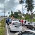 Rodovia BR-101 norte; trânsito represado e motoristas fora dos veículos