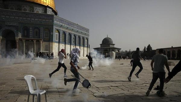 Polisi Israel-Warga Palestina Bentrok di Al-Aqsa Kala Gencatan Senjata