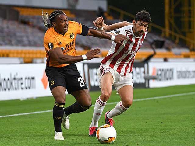 """Video Wolves 1-0 Olympiakos: Sai lầm đầu trận, tôn vinh """"người nhện"""""""