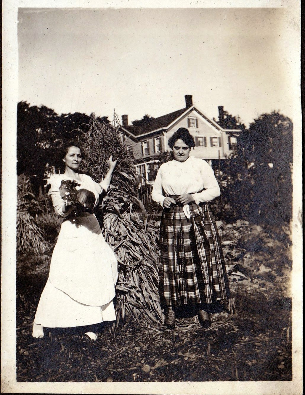 Liiian (Clark) Hewitt with her daughter Nellie Mae (Hewitt) Lee