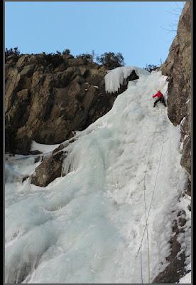 Escalando Islandis, hielo en Cavallers, Boí.