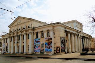 Дніпро. Дніпровський театр драми і комедії