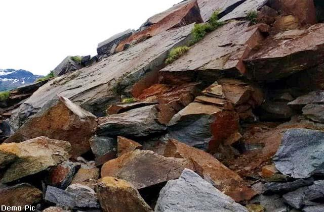 मनाली-काजा मार्ग पर भू-स्खलन, 5 बच्चों सहित 35 लोग फंसे