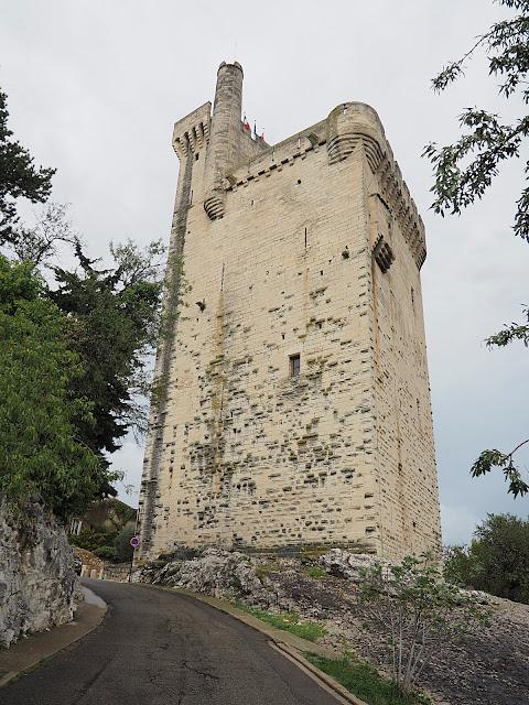 Вильнёв-лез-Авиньон – башня (Villeneuve-les-Avignon – tower)