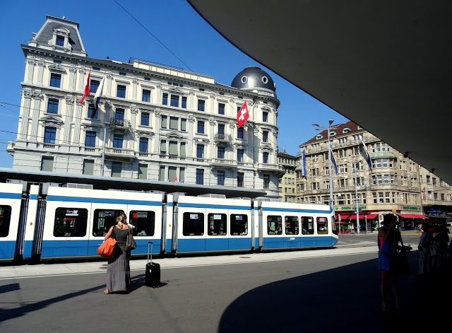 Bellevueplatz now - Zurich